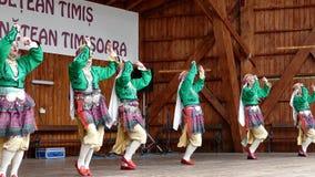 Timisoara, Румыния - 8-ое июля 2018: Молодые турецкие танцоры в традиционном костюме, настоящем моменте на международном фольклор видеоматериал