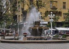Timisoara, am 22. Juni: Brunnen mit Fischen von Victory Square in Timisoara-Stadt von Banats-Grafschaft in Rumänien Lizenzfreie Stockfotos