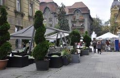 Timisoara, 21 Juni: Victory Square-terras in Timisoara-stad van Banat-provincie in Roemenië Stock Afbeeldingen