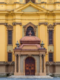 TIMISOARA - 15 OKTOBER, 2016 de Deur van Roman Catholic Episcopal Church in Timisoara, Roemenië Stock Fotografie