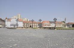 Timisoara RO, am 22. Juni: Statue der Heiligen Dreifaltigkeit und historisches Gebäude von Union Square in Timisoara-Stadt von Ba Stockbild