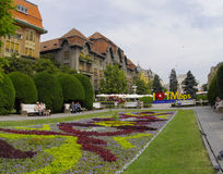 TIMISOARA, ROEMENIË - JUNI 10: De toeristen bezoeken oude stad in stad op 10 JUNI, 2014 in Timisoara, Roemenië Timisoara is 3de h Royalty-vrije Stock Fotografie