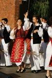 TIMISOARA, ROEMENI? 12 10 2014 de Roemeense dansers in traditioneel kostuum, voeren een folkore traditionele dans uit royalty-vrije stock foto