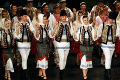 TIMISOARA, ROMÊNIA 12 10 2014 dançarinos romenos do folclore fotografia de stock royalty free