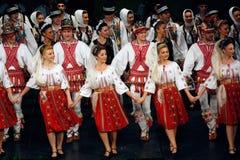 TIMISOARA, ROMÊNIA 12 10 2014 dançarinos romenos do folclore fotos de stock royalty free
