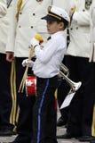 """TIMISOARA, RUMUNIA †""""09 27 2015 militarna fanfara ubierał w białych parada kostiumach zdjęcia stock"""