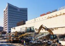 TIMISOARA RUMUNIA, STYCZEŃ, - 16, 2017: Iulius centrum handlowego rozbiórki świstek na zniszczenia miejscu - miejsce dla nowego b zdjęcie royalty free