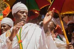 在Timkat节日期间的正统教士在拉利贝拉在埃塞俄比亚 库存图片