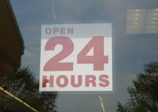 24 timmar öppnar tecknet Royaltyfria Foton