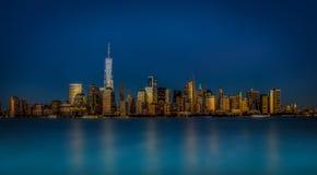 Timme för Manhattan horisontblått royaltyfri fotografi
