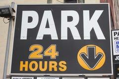 24 timme parkerar tecknet Royaltyfria Foton