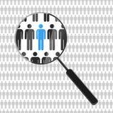 Timme som söker efter anställd med förstoringsglaset Arkivfoto