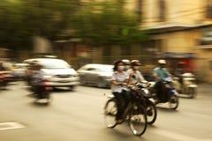 timmen rusar stads- Arkivfoto
