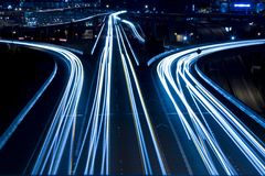 timmen rusar trafik Arkivfoton