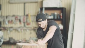 Timmerman Cutting Wood With Handsaw in Workshop stock video