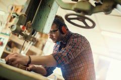 Timmerman op het werk Stock Foto
