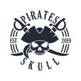 Timone Logo Design Vector Illustration, emblema del cranio e della nave del pirata nello stile d'annata monocromatico isolato su  illustrazione di stock