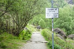 Timore del lago, Argyll, Scozia - 19 maggio 2017: Firmi l'avvertimento del pericolo della morte dagli incidenti mortali dovuto la Immagini Stock