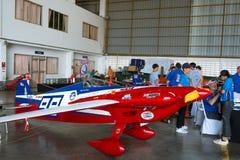 Timoteegras E Kegel` s vliegtuig nr 99 ` Welk vliegtuig, Honing? ` vliegtuigen modelCassutt IIIM in Luchtras 1 Wereldbeker Thaila stock afbeeldingen