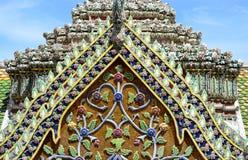 Timpano della chiesa tailandese fotografie stock