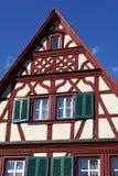 timrat half hus Arkivfoto