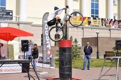 Timur Ibragimov ï ¿ ½ ο πρωτοπόρος της Ρωσίας σε μια δοκιμή κύκλων, πράξεις Στοκ Φωτογραφία