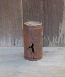Tin Cans i öknen Arkivfoto