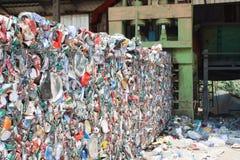 Tin Cans For Recycling machacado Foto de archivo
