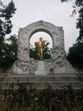 Tin Man Plays Again dourado fotografia de stock royalty free