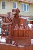 Tin Men Grinding Coffee sur la rue de ville images stock