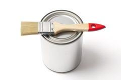 Tin Paint Can y Brash en blanco con la trayectoria de recortes Imagen de archivo libre de regalías