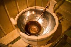 Tina con una cucharada en la sauna Imagen de archivo libre de regalías