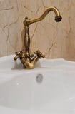 Tina y fregadero interiores del cuarto de baño Imagen de archivo