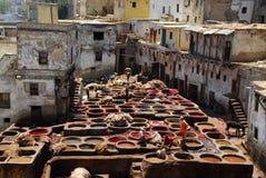 Tingindo-se em Fez, Marrocos. Foto de Stock Royalty Free