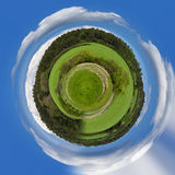 Tiniy行星美好的夏天农村风景 免版税库存照片
