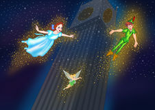 Tinkerbell Peter Pan e volo di Wendy nel cielo notturno Fotografie Stock