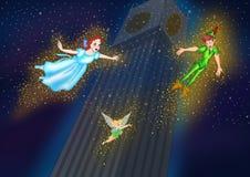 Tinkerbell Peter Pan y vuelo de Wendy en el cielo nocturno Fotos de archivo