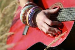 Tinkle su una chitarra immagine stock libera da diritti