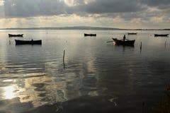 Tinny Boots-Ausgangssonnenuntergang-Lagune stockbild