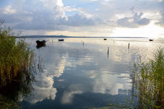 Tinny Boots-Ausgangssonnenuntergang-Lagune lizenzfreie stockfotografie