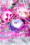 Tinsel Christmas-Ball Lizenzfreies Stockfoto