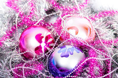 Tinsel Christmas-Ball Stockfoto