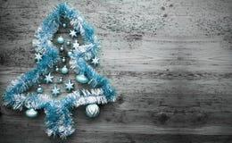 Tinsel Christmas Tree azul clara, espacio de la copia Fotografía de archivo libre de regalías