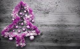 Tinsel Christmas Tree cor-de-rosa, espaço da cópia imagens de stock