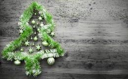 Tinsel Christmas Tree verde, spazio della copia fotografia stock libera da diritti