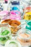 tinsel shimmer Για το makeup, το μανικιούρ και τη διακόσμηση των ενδυμάτων όμορφος φωτεινός ανασκόπη Καλλυντικό, προϊόντα ομορφιά στοκ εικόνες με δικαίωμα ελεύθερης χρήσης