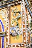 TINT, VIETNAM, 28 April, 2018: Fragment van een oude muur met een oud decoratief element vietnam royalty-vrije stock foto