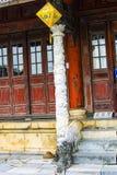 TINT, VIETNAM, 28 April, 2018: Oude houten rode deur stock foto's