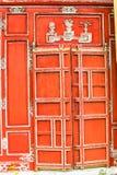 TINT, VIETNAM, 28 April, 2018: Rode deuren in Tint` s Keizerstad stock afbeelding