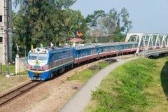Tint, Vietnam - 24 Januari 2015: De Spoorwegend19e diesel van Vietnam locomot Stock Foto